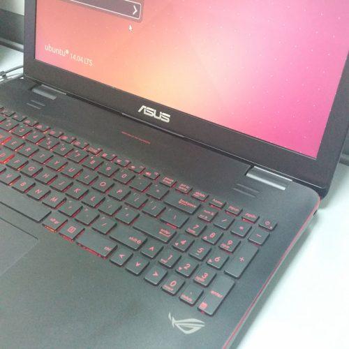 laptop asus rog gaming cu tastatura iluminata
